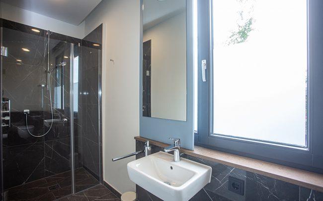 Blick in ein Badezimmer eines Patientenzimmers bei SomnoDiagnostics